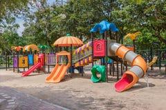 五颜六色的公园操场 免版税库存图片