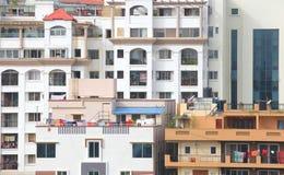 五颜六色的公寓家在班格洛市 免版税库存照片