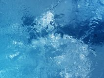 五颜六色的冰 抽象冰纹理 背景蓝色云彩调遣草绿色本质天空空白小束 免版税库存照片