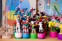 五颜六色的减速火箭玩具木的葡萄酒 库存图片