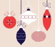五颜六色的减速火箭的圣诞节球收藏 免版税库存照片
