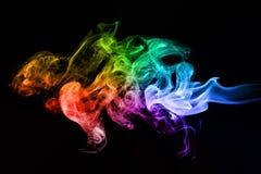 五颜六色的创造性的烟在黑色挥动 免版税图库摄影