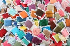 五颜六色的刺绣线程数 库存照片