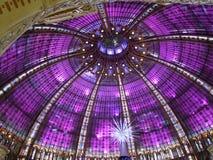 五颜六色的半球形的天花板 免版税图库摄影