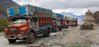 五颜六色的卡车在印地安喜马拉雅山 免版税图库摄影