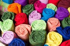 五颜六色的卷丝绸 免版税库存照片