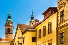 五颜六色的历史建筑在老镇卢布尔雅那-斯洛文尼亚 库存图片