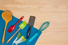 五颜六色的厨房器物 库存图片