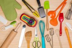 五颜六色的厨房器物 免版税库存照片