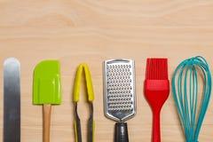 五颜六色的厨房工具 免版税库存图片