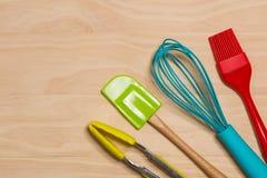 五颜六色的厨房工具 免版税库存照片
