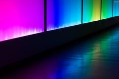 五颜六色的反射照明设备墙壁摘要背景 库存照片