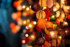 五颜六色的发光的圣诞灯 免版税库存照片