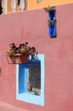 五颜六色的古老被摆正的窗口 免版税库存图片