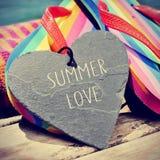 五颜六色的啪嗒啪嗒的响声和文本夏天爱,增加的轻微的小插图 免版税图库摄影
