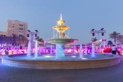 五颜六色的喷泉射击与缓慢的快门速度 免版税库存图片