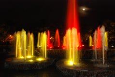 五颜六色的喷泉水 免版税库存照片