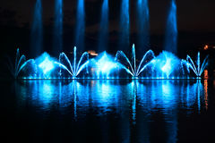 五颜六色的喷泉看法  免版税库存图片