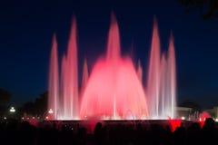 五颜六色的喷泉Montjuic展示在巴塞罗那 免版税库存图片