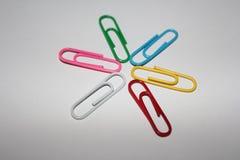 五颜六色的回形针 免版税库存图片
