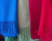 五颜六色的围巾羊毛 库存照片