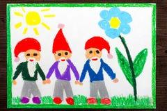 五颜六色的图画:红色帽子的三个微笑的矮人 图库摄影