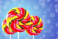 五颜六色的圆的形式棒棒糖 免版税库存照片