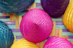 五颜六色的圆锥形被编织的竹子的构成 免版税图库摄影