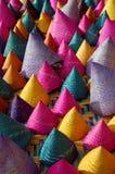 五颜六色的圆锥形被编织的竹子的构成 库存图片