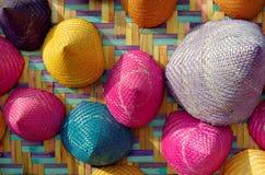 五颜六色的圆锥形被编织的竹子的构成 免版税库存照片