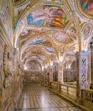 五颜六色的土窖在萨莱诺,褶皱藻属,意大利中央寺院  库存照片