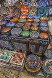 五颜六色的土耳其盘在伊斯坦布尔,土耳其盛大义卖市场  库存照片