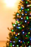 五颜六色的圣诞树点燃bokeh 库存照片