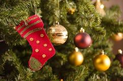 五颜六色的圣诞树装饰 库存图片