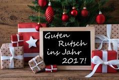 五颜六色的圣诞树, Guten Rutsch 2017个手段新年快乐 免版税图库摄影