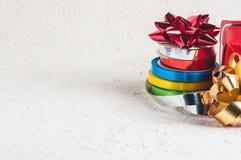 五颜六色的圣诞节丝带 免版税库存照片