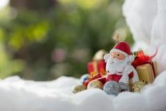 五颜六色的圣诞节字符和装饰 使用作为wallpape 库存照片
