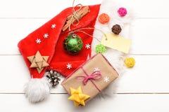 五颜六色的圣诞节或新年装饰 免版税库存照片