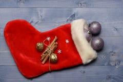 五颜六色的圣诞节或新年装饰 免版税图库摄影