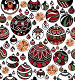 五颜六色的圣诞节球的无缝的样式与切片的在白色背景的桔子 库存照片