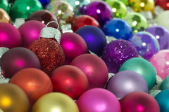 五颜六色的圣诞节装饰 免版税库存图片