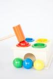 五颜六色的在白色桌上的锤子盒木玩具 图库摄影