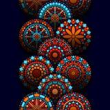 五颜六色的在蓝色红色和桔子,传染媒介的圈子花坛场几何无缝的边界 免版税库存图片
