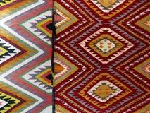 五颜六色的地毯背景划分成两个部分 图库摄影