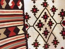 五颜六色的地毯背景划分成两个部分 免版税库存照片