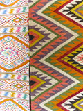 五颜六色的地毯背景划分成两个部分 免版税库存图片