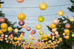 五颜六色的垂悬的灯笼 免版税图库摄影