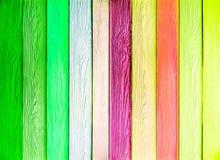 五颜六色的垂直的木纹理 免版税库存图片