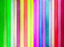 五颜六色的垂直的木纹理 库存照片