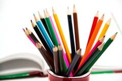五颜六色的垂直的铅笔蜡笔 库存图片